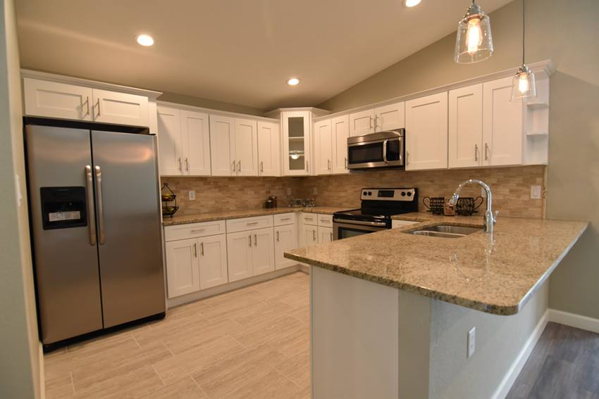 Ice White Shaker Kitchen Cabinets